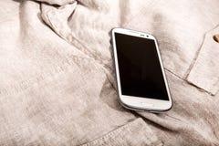 Smartphone en el paño Fotos de archivo