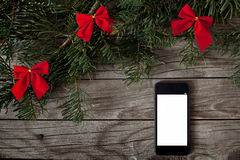 Smartphone en fondo de la Navidad Fotografía de archivo libre de regalías