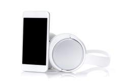 Smartphone en hoofdtelefoons royalty-vrije stock foto