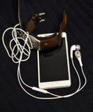 Smartphone en retro horloge Stock Afbeelding