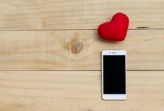 Smartphone en rood hart Stock Afbeelding