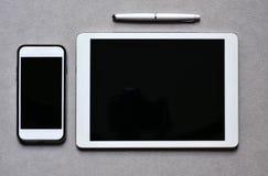 Smartphone en tablet met een zwarte lege ruimte Royalty-vrije Stock Foto's
