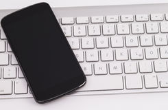Smartphone en toetsenbord Royalty-vrije Stock Foto