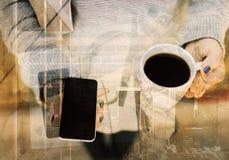 Smartphone et café vides illustration stock