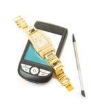 Smartphone et montre d'or. Photographie stock