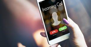 Smartphone för inkommande appell i hand fotografering för bildbyråer
