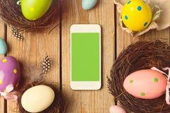 Smartphone förlöjligar upp mallen för presentation för easter ferieapp royaltyfria bilder