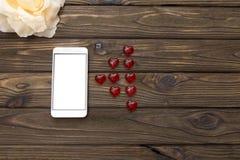Smartphone, fleur, chiffres de heartsи photographie stock libre de droits