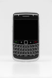 Smartphone genérico con la pantalla en blanco. Imagen de archivo