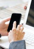 Smartphone in Hand de Bedrijfs van de Vrouw. royalty-vrije stock foto's