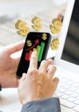 Smartphone in Handen de Bedrijfs van de Vrouw. royalty-vrije stock afbeeldingen
