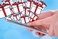Buying christmas presents by smartphone Royalty Free Stock Photos
