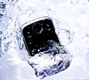 Smartphone in het Water stock fotografie