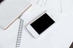 Smartphone i czysty biały papier Zdjęcie Stock