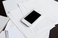 Smartphone i czysty biały papier Obrazy Royalty Free