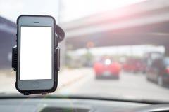 Smartphone i ett bilbruk för Navigate Royaltyfri Bild