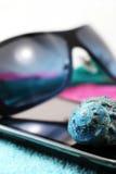 Smartphone i okulary przeciwsłoneczni, miniatura styl Fotografia Stock