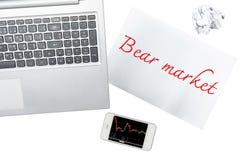 Smartphone, il computer e la carta con il mercato di orso è isolato sulla t Fotografia Stock Libera da Diritti