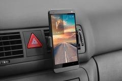 Smartphone im Auto Stockfoto