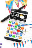 Smartphone med en genomskinlig skärm Royaltyfri Foto