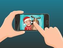 Smartphone med jul som är video för att hälsa Fotografering för Bildbyråer