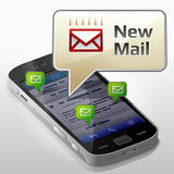 Smartphone met berichtbel over nieuwe post Stock Afbeelding