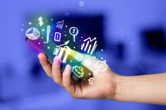 Smartphone met financiën en marktpictogrammen en symbolen Royalty-vrije Stock Fotografie