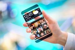 Smartphone met het transparante scherm in menselijke handen. Royalty-vrije Stock Afbeelding