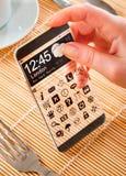 Smartphone met het transparante scherm in menselijke handen Royalty-vrije Stock Afbeelding