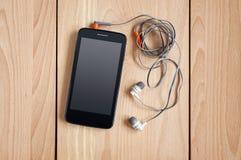 Smartphone met hoofdtelefoons Stock Foto's