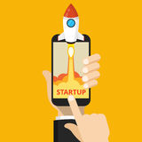 Smartphone met lanceringsraket royalty-vrije stock afbeeldingen