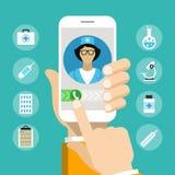 Smartphone met mannelijke arts op vraag en een online overleg Stock Afbeelding