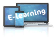 Smartphone, minnestavlan och bärbara datorn med E-lärande text, 3d framför Fotografering för Bildbyråer