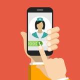 Smartphone mit Ärztin beim Anruf und bei einer on-line-Beratung Lizenzfreies Stockfoto