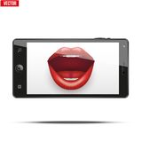 Smartphone mit den Lippen der Frauen auf dem Schirm Lizenzfreies Stockfoto