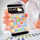 Smartphone mit transparentem Schirm in den menschlichen Händen Stockfotografie
