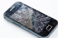 Smartphone mobile avec l'écran cassé d'isolement sur le blanc Image stock