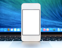 Smartphone moderne avec l'écran vide Photo stock
