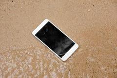 Smartphone molhado fotos de stock royalty free