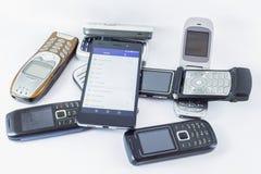 Smartphone och gamla mobila mobiltelefoner Royaltyfri Fotografi