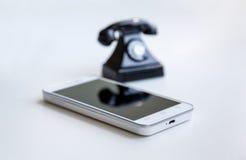 Smartphone och retro telefon Royaltyfria Foton
