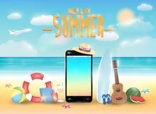 Smartphone och sommarobjekt med det ljusa sommarhavet sätter på land Arkivbilder