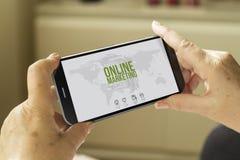 Smartphone online di vendita Fotografia Stock