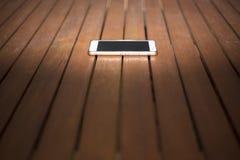 Smartphone op houten latjes Stock Foto