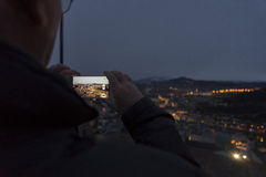 Smartphone-Panorama. Picture of a man takin a picture of a panorama with his smartphone Stock Photos