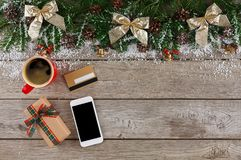 Smartphone, regalo di natale e carta di credito Immagine Stock Libera da Diritti
