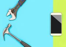 Smartphone-reparatie achtergrondmalplaatje met heel wat vrije lege exemplaarruimte voor tekst en inhoud voor cellphone bevestigen Stock Afbeelding