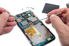 Smartphone reparation royaltyfri fotografi