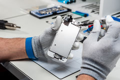 Smartphone reparation Arkivfoto