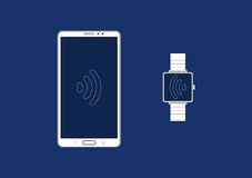 Smartphone se relient à la montre intelligente Photo stock